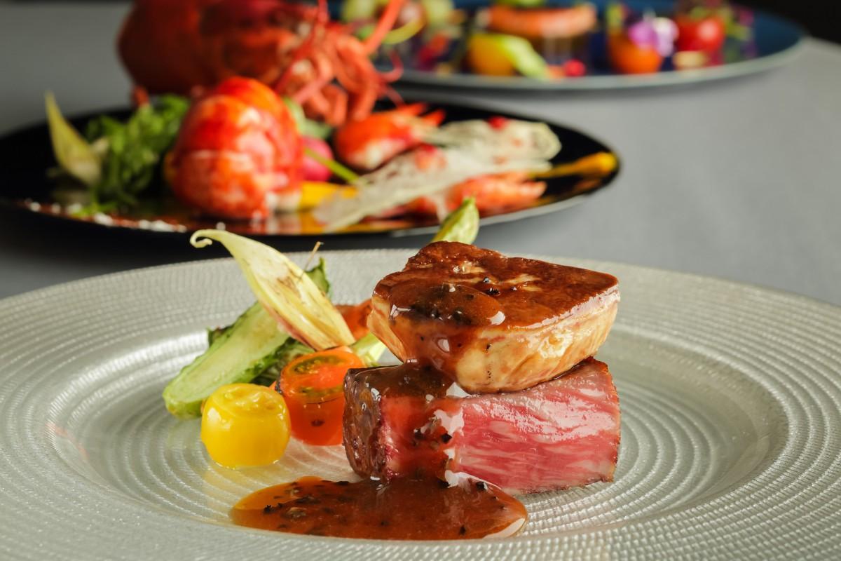 【平日限定】肉フェス!≪村上牛 vs 米沢牛≫食べ比べフルコース×ガラス張りチャペル模擬挙式